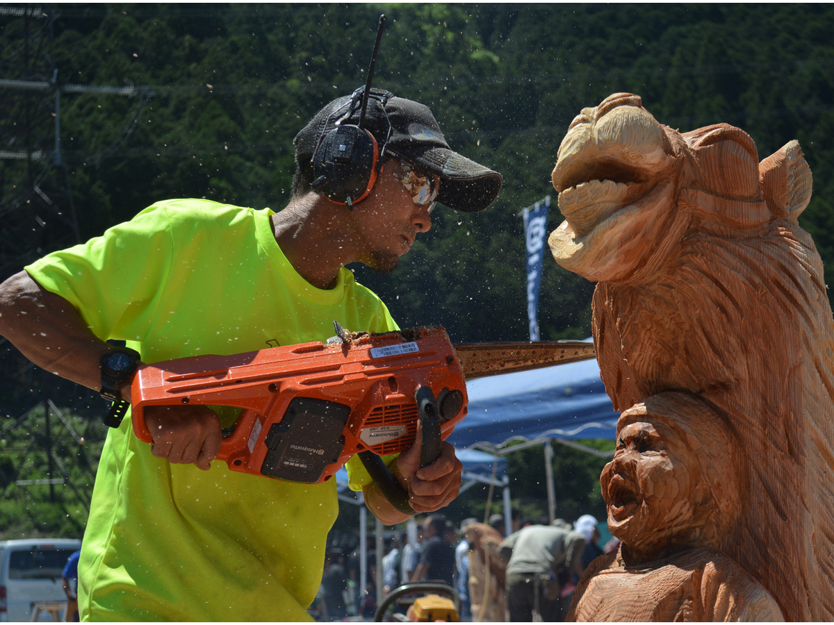 Japan Chainsaw Art Competition in Toei
