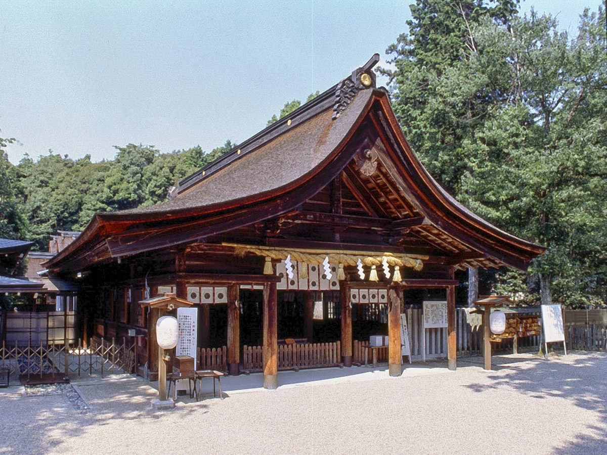 Oagata Shrine, with fertility rituals pairing those of Tagata Jinja Shrine.